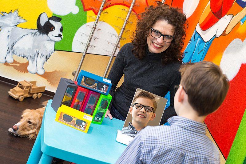 Fassungsberatung für Kinderbrillen beim Optiker Schuhkraft in Dortmund