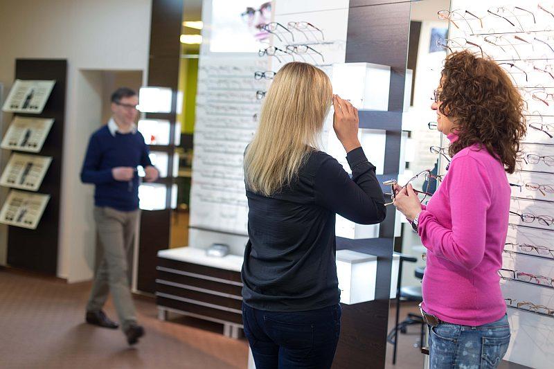 Brillen Fassungsberatung bei Optik Schuhkraft in Dortmund