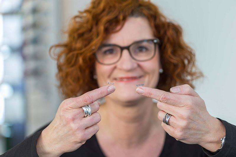 Anpassung von Kontaktlinsen beim Optiker in Dortmund