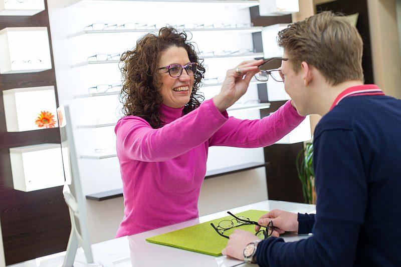 Brillen Fassungsberatung beim Augenoptiker Schuhkraft in Dortmund
